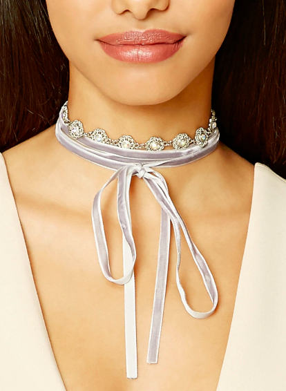 Didn't think chokers could get any better did ya? Well they just did with this velvet number.