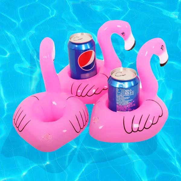 Este porta-copos flutuantes de flamingo garante que você tome suas bebidinhas com estilo.