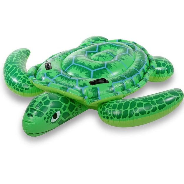 Temos aqui uma boia de tartaruga que provavelmente povoou seus sonhos lá para 2000.