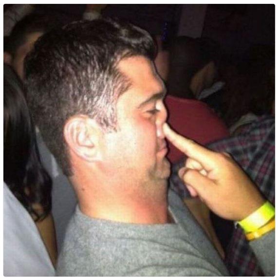 """Aquela cara de """"Alguém acabou de acender um cigarro na minha cara"""":"""