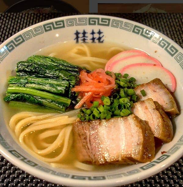 """""""In Japan basieren viele späten Snacks auf Nudeln. Reisbällchen, Schokolade und Chips sind auch beliebte Optionen."""" – Eimi Yamamitsu"""