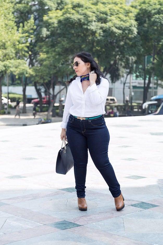 Como parte de una colaboración con Carla Morrison, la marca de ropa Levi's publicó fotos de la cantante usando unos pantalones entubados.