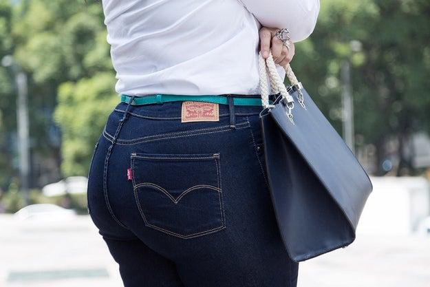 El objetivo de la marca era presumir sus nuevos pantalones, mientras desafiaba los estándares tradicionales de la belleza.