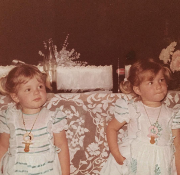 Gisele Bündchen (right) shared this too cute photo of herself with her fraternal twin sister, Patrícia.