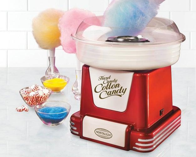 Una máquina retro para hacer algodones de azúcar sin tener que salir de tu casa ($773).