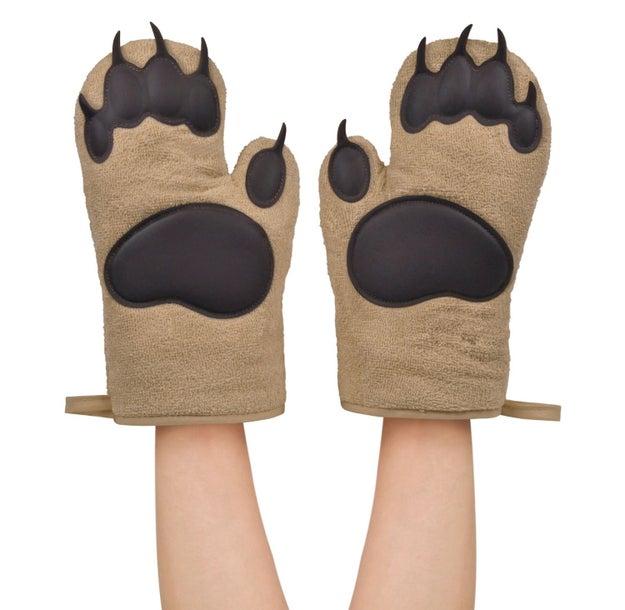 Unos guantes en forma de garras para que te conviertas en el chef más grrrrandioso ($264).