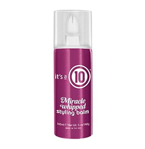 Para domar e fazer seu cabelo ter um cheiro delicioso, aplique It's a 10 Whipped Styling Balm antes de usar o secador.