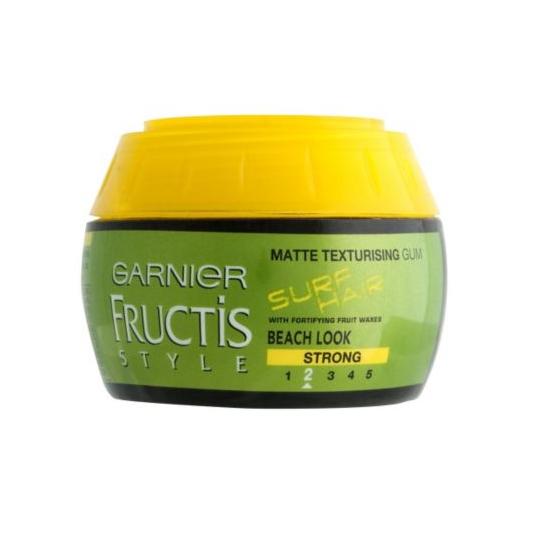 Para um creme de cacheados acessível, experimente Garnier Fructis Surf Hair Texturising Gum.