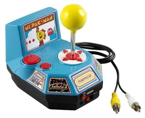 El control que convertirá tu tele en un arcade retro de Ms. Pac-Man ($2902).