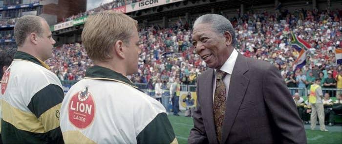 Nelson Mandela, seul contre tous, qui réussit à unir une nation entière grâce au rugby. Si ça, ça ne vous donne pas espoir...