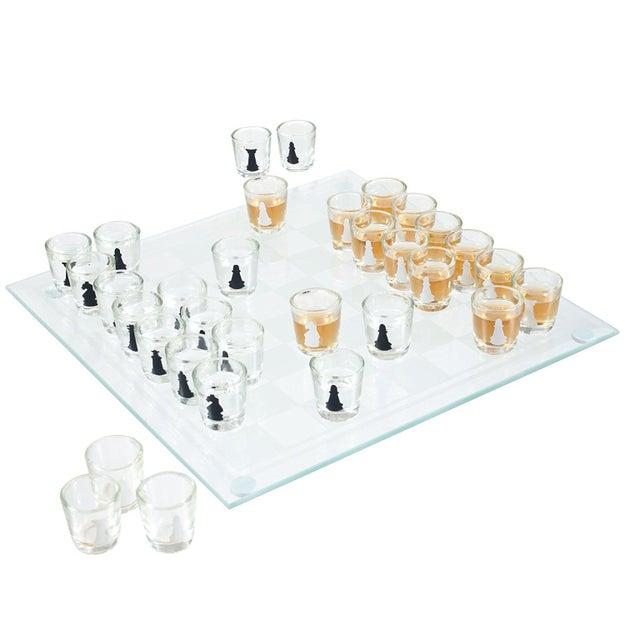 O si te laten los juegos más intelectuales, dale chance a este ajedrez con piquete ($200).