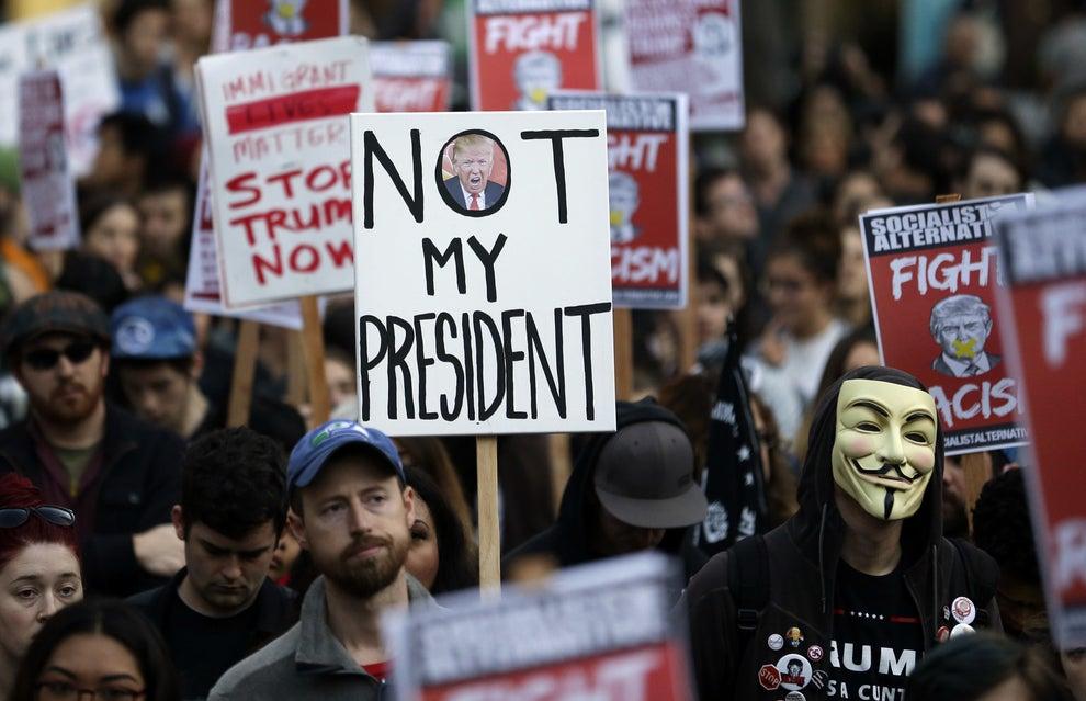 El candidato republicano, Donald Trump se convertirá en el presidente número 45 de los Estados Unidos y hay muchas personas que no están de acuerdo con la decisión.