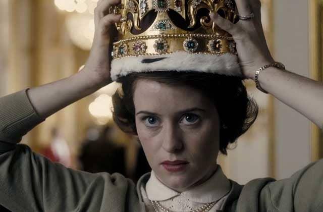 Cette série Netflix dépeint le début du règne d'Elizabeth II dans les années 50. On y voit une jeune femme réservée mais tenace, qui remettra sans cesse en cause les institutions et traditions vieillottes de la Couronne, et deviendra progressivement la monarque impressionnante et emblématique que l'on connaît aujourd'hui.