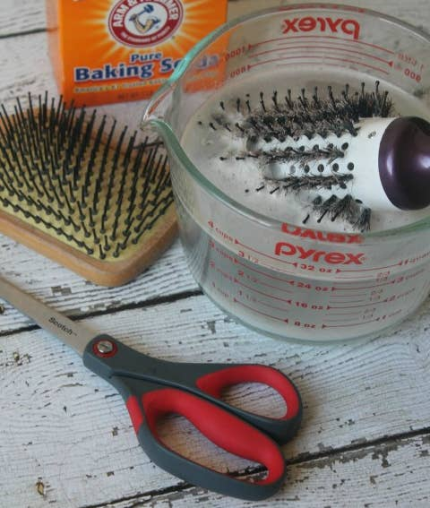Our hair brushes can get ~nasty~ after a while — make sure yours is fresh and clean by following these simple instructions.