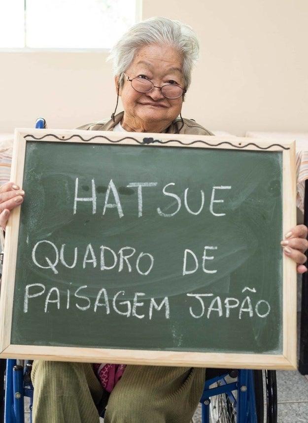 Alguns pedidos revelam ainda um pouco da história desses idosos. Como a Dona Hatsue que quer um quadro do Japão.