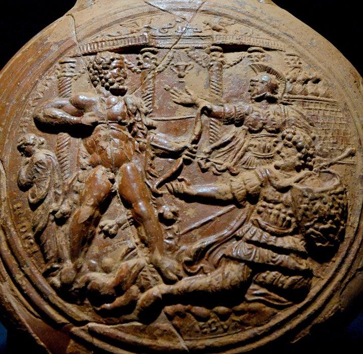 Cómo era en realidad:Heracles era un salvaje homicida y todo un post no nos alcanzaría para explicar sus crímenes, pero hablemos de Megara.Megara era la hija del rey de Tebas y Heracles la tomó en matrimonio casi por la fuerza. Juntos tuvieron dos hijos y vivieron felices por siempre... hasta que Hera, la esposa de Zeus, enloqueció a Heracles y éste mató a Megara y a sus hijos. Asolado por la culpa, Hércules emprendió las mismas doce tareas que vimos en la película, pero con más violaciones y genocidio.