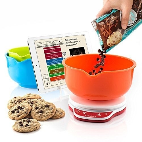 No measuring needed! Just pour the ingredients in and the app will tell you when to stop. Works with iOS and Android.Get one on Amazon for $50.