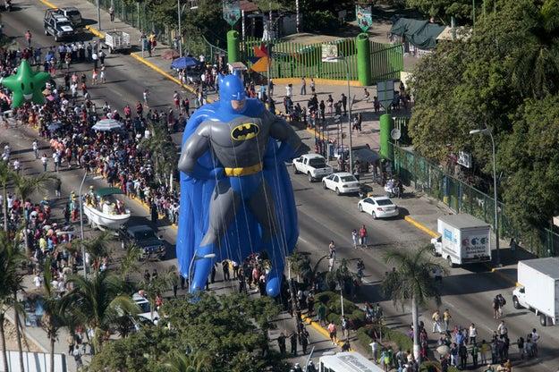 El desfile navideño con Batman como protagonista.