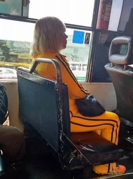 Esta mezcla perfecta entre Sia y La Novia de Kill Bill.