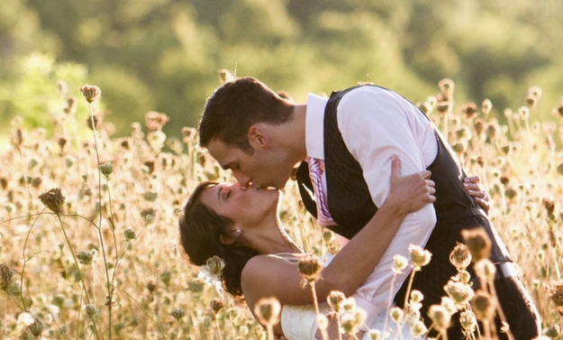 So there ya have it, folks. You don't need anyone else to stand in a damn field and take some cute pics!
