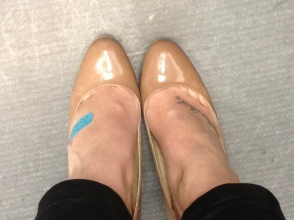 Encontrar curitas cuando los zapatos te estaban destrozando los pies.