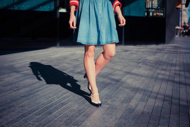 Caminar con falda por la calle y que nadie te acose.