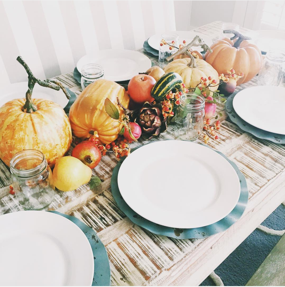 Thanksgiving tables that are goals af