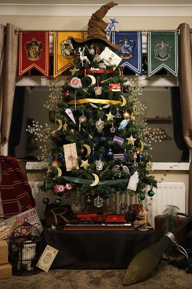 If you love Harry Potter and Christmas, please stop what you're doing and behold this magical tree.