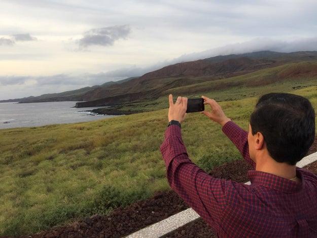 Sacó algunas fotos del paisaje.