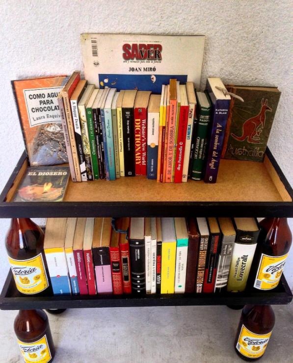 El carpintero de la caguama que hizo este librero.
