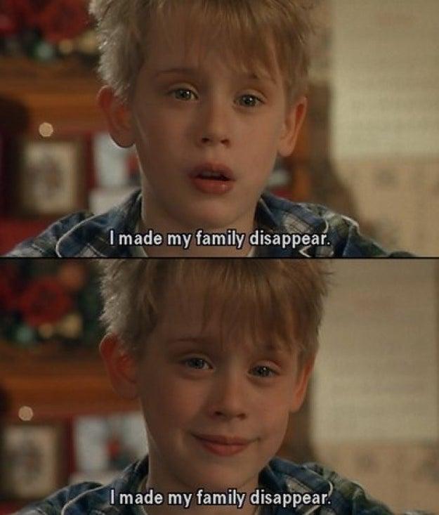 El director Chris Columbus tomó audiciones a 200 niños antes de incorporar al elenco a Macaulay Culkin como Kevin McCallister.