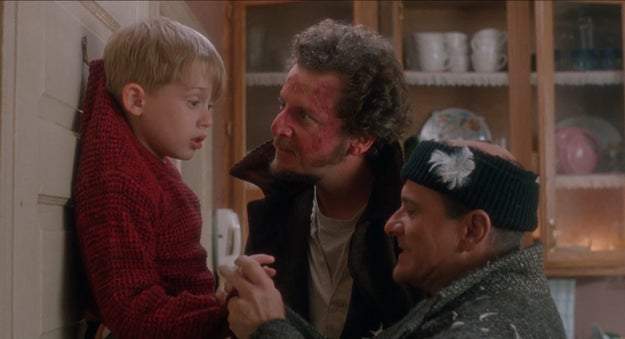 While rehearsing for the scene where Harry tries to bite off Kevin's finger, Pesci actually bit Culkin, which left a scar.