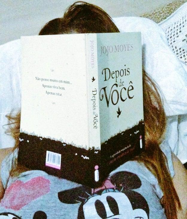 Dormir com um livro na cara é bem comum na sua vida.