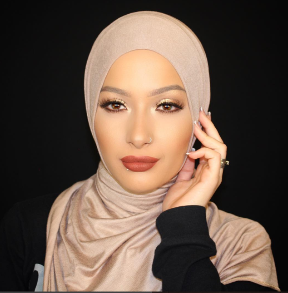 Afia has an Instagram fanbase of over 300,000, and a YouTube channel—where she share's clear skin secrets, makeup tutorials, and stylish ways to tie her hijab—with over 200,000 subscribers.