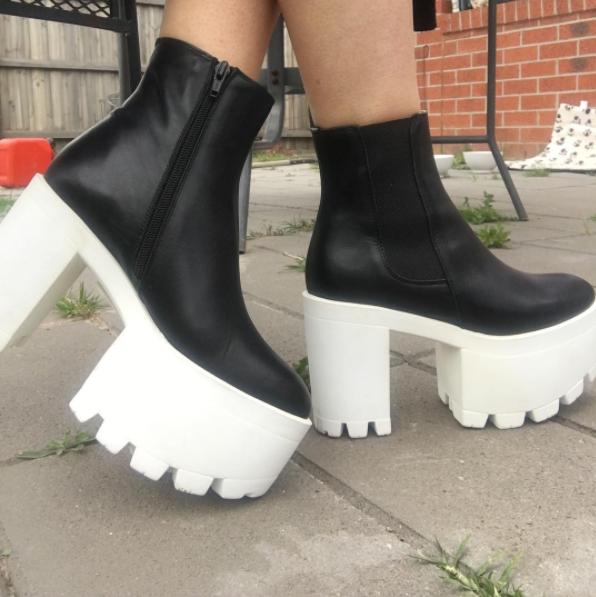 Esas botas gigantes no solo debieron desaparecer en 2016, se debieron haber quedado en los 90.