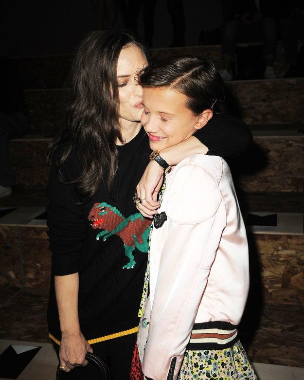 Y este abrazo con Winona Ryder lo es todo.