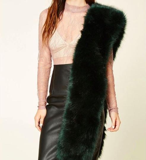 El próximo año vas a tener que mostrar tu elegancia de otra forma que no sea con una estola de pelos.
