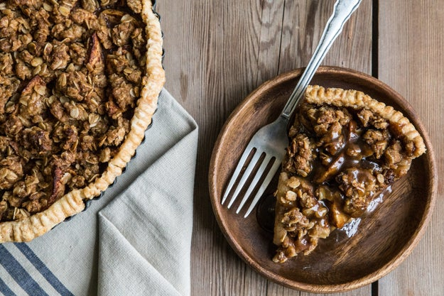 Caramel Apple Crumble Pie
