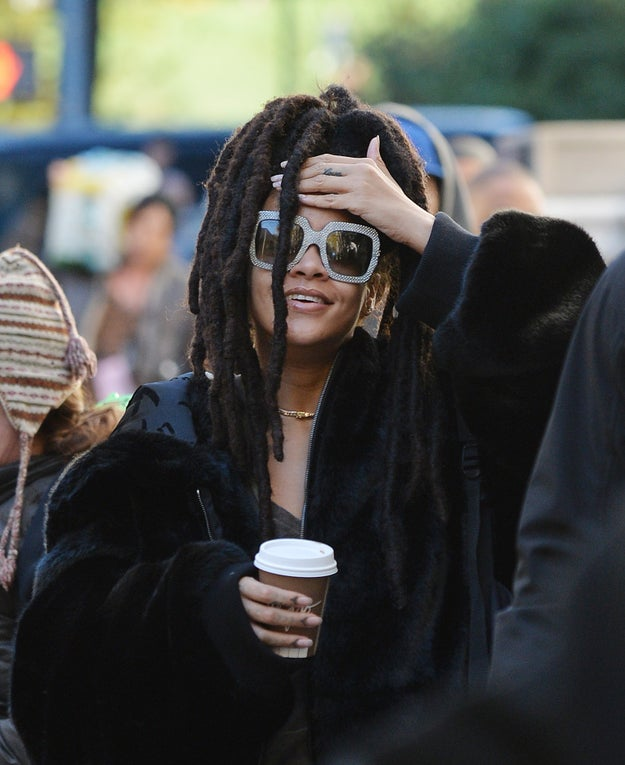 Hallelujah, the first photos of Rihanna on the set of Ocean's Eight have arrived!