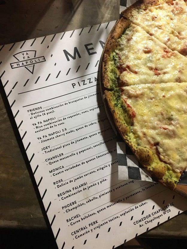Todas las pizzas de Va Fa Napoli tienen nombres relacionados con la serie...