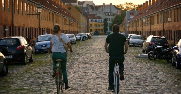 Após passar um tempo viajando pela Europa, William chega a cidade para conhecer a história de sua família. Enquanto está nessa missão, conhece um possível amor e o espectador é presenteado com um grande passeio pelos lugares mais marcantes da capital da Dinamarca.