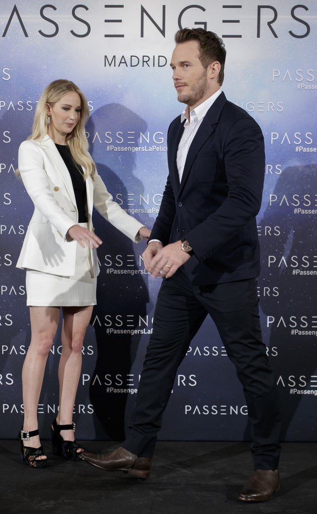 "Jennifer Lawrence and Chris Pratt nailed the whole ""taking a picture"" thing."