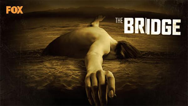 """Em """"The Bridge"""", uma policial americana e um detetive mexicano estão à caça de um assassino em série que opera na fronteira entre o México e os Estados Unidos."""