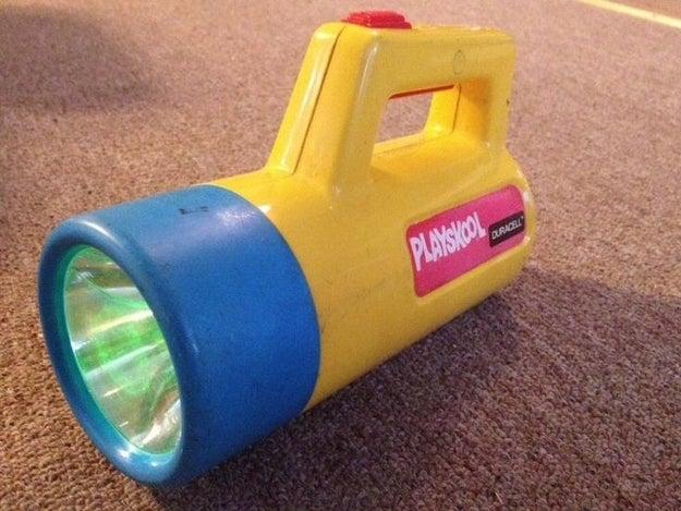 La mejor linterna que el dinero podía comprar, la cual venía con una luz VERDE: