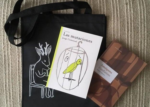 Y estos libros, porque regalar una buena lectura nunca está de más ($400). Viene con una bolsa muy coqueta.