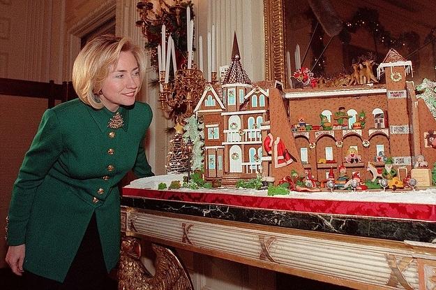 24 Amazing Christmas Photos Of '90s Hillary Clinton