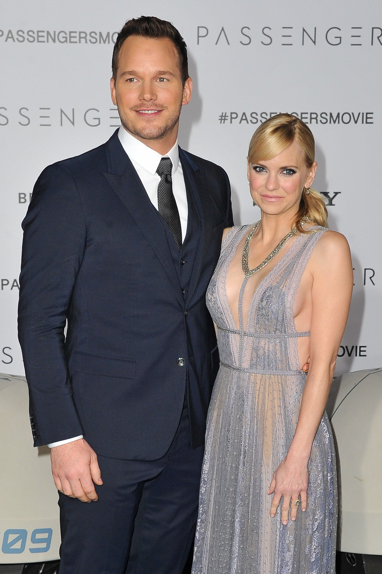 Chris Pratt just out-Chris Pratt'ed himself by giving his wife, the amazing Anna Faris, a stunning, huge, sparkly, perfectly upgraded engagement ring.