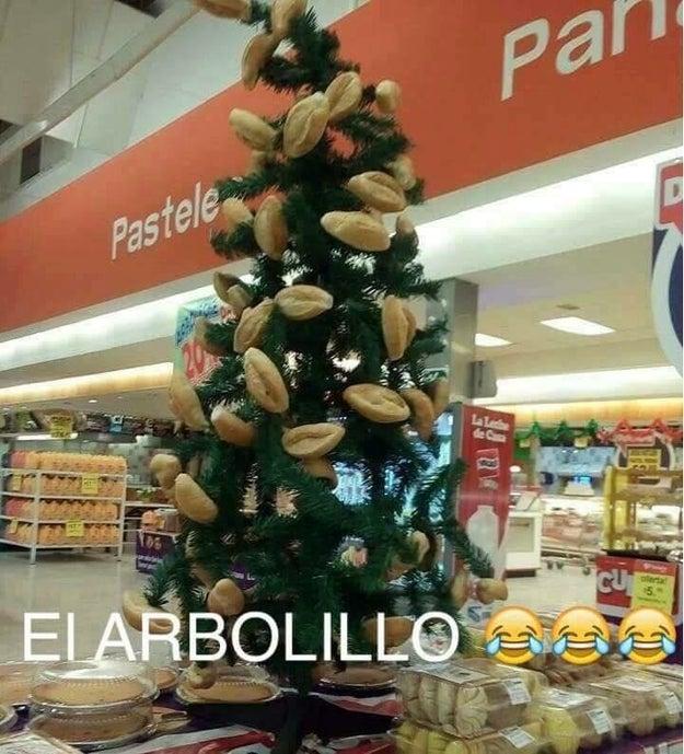 Esta tienda de Tijuana montó el mejor árbol de Navidad de la historia.