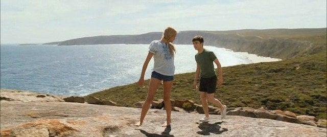 Quatro adolescentes crescem juntos num convento e têm a oportunidade de fazer sua grande viagem juntos durante o verão. É um filme para acompanhar a descoberta desses amigos e conhecer as lindas imagens australianas, com destaque para suas belas praias.