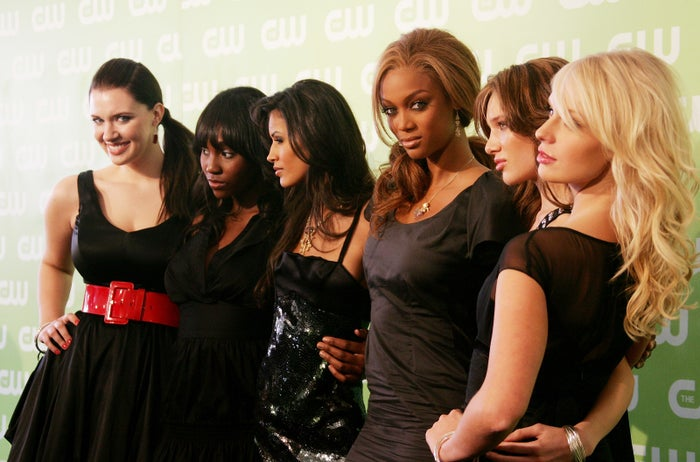 Tyra Banks with ANTM cast members in 2007.